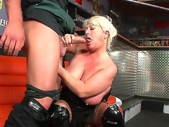 moden blonde store pupper blowjob