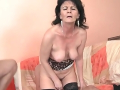 Young men fuck slutty mature chick in threesome