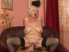 Grannyfucker puts his cock in the Silas curly hole and gets pleasure