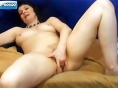 Mature on Web camera Fingering her Pussy