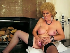 Hardcore action with a sexy granny Effie who permeates her hairy hole with a toy