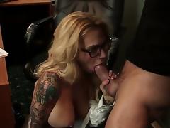 MILF Tätowierung große Brüste hd porn