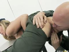 MILF Blondine Einheitliche große Brüste