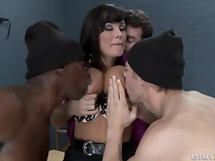 Erik Everhard,James Deen,Lisa Ann and Sean Michaels in dangerous minds with dangerous dicks. Sexy MILF teacher with big tits gets a great gang bang in prison. With double penetration and fantastic blow jobs. This is one hos scene.