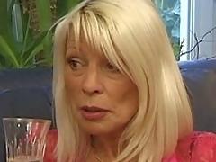 Cumshot Älterer Piercing Gesichtsbehandlung