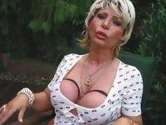 Mama Blondine Vollbusig Hahn